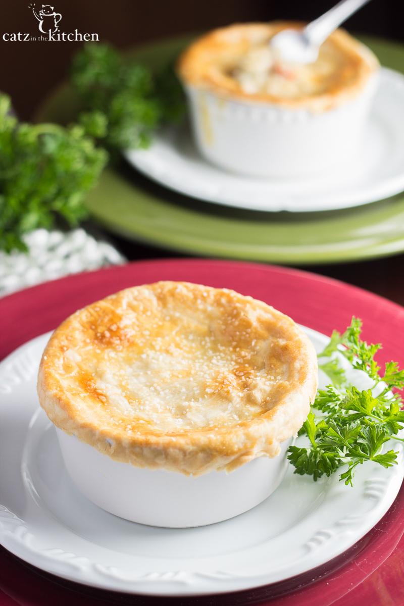 Mini Turkey Pot Pies   Catz in the Kitchen   catzinthekitchen.com   #potpie #leftovers #turkey