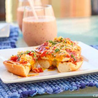Huevos Rancheros Fried Egg Bagels | Catz in the Kitchen | catzinthekitchen.com | #bagels #huevosrancheros