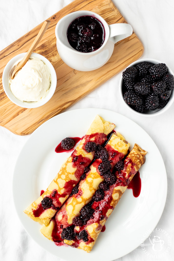 berry crêpes with cream