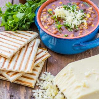 http://www.catzinthekitchen.com/wp-content/uploads/2013/08/Taco-Soup-2.jpg