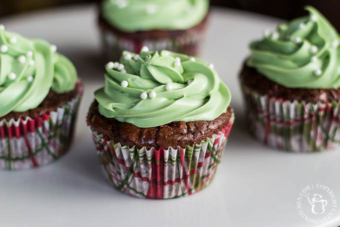 Minty Espresso Brownie Cupcakes | Catz in the Kitchen | catzinthekitchen.com | #dessert #cupcakes #StPatricksDay #recipe