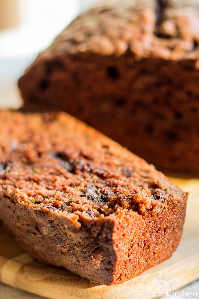 Chocolate Zucchini Bread | Catz in the Kitchen | catzinthekitchen.com | #bread #fall #zucchini