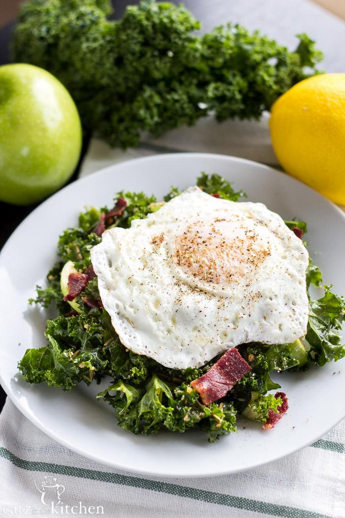 Kale Breakfast Salad | Catz in the Kitchen | catzinthekitchen.com #Kale