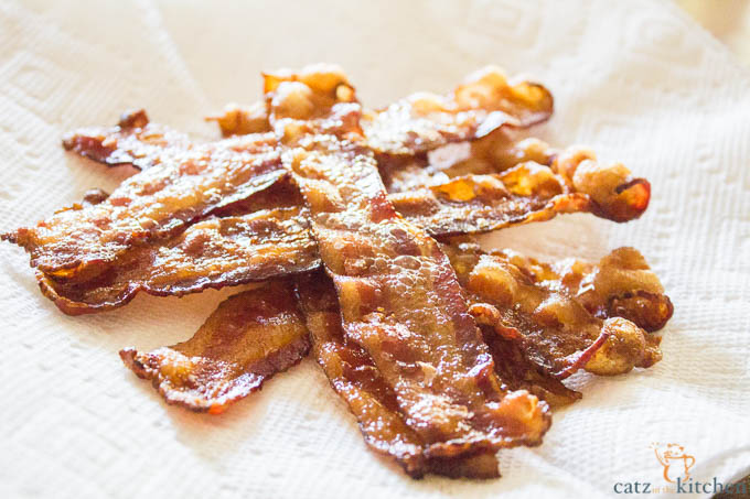 Oven Baked Bacon   Catz in the Kitchen   catzinthekitchen.com #bacon