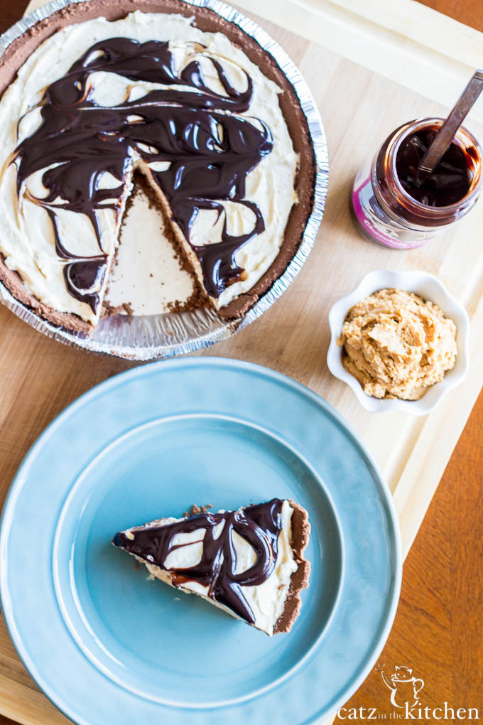 Peanut Butter & Fudge Swirl Pie | Catz in the Kitchen | catzinthekitchen.com #FathersDay