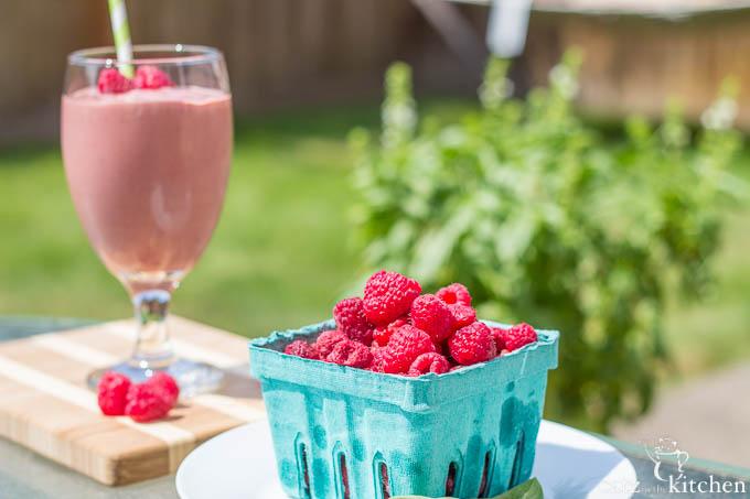 Raspberry & Basil Smoothies | Catz in the Kitchen | catzinthekitchen.com | #ORberries