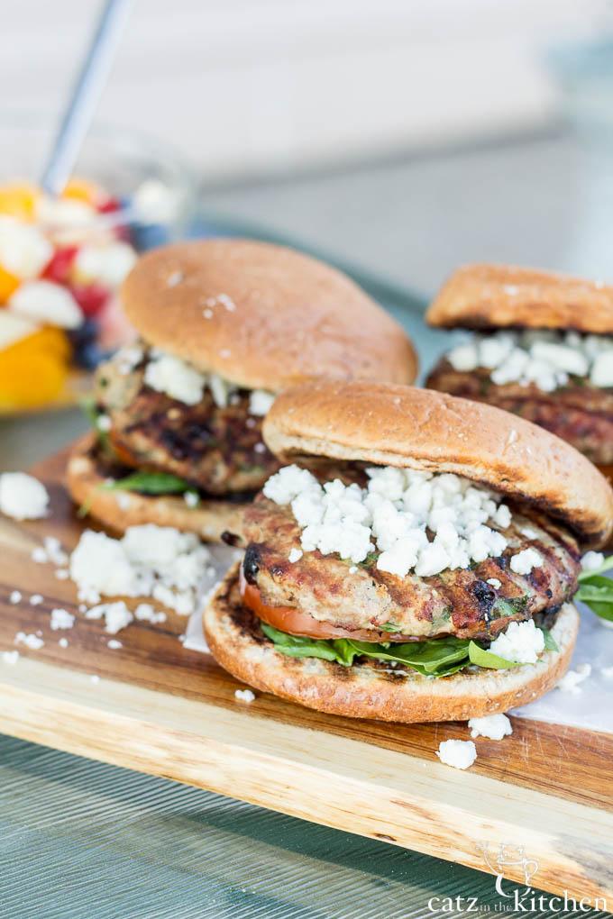 Mediterranean Turkey Burgers | Catz in the Kitchen | catzinthekitchen.com | #burgers