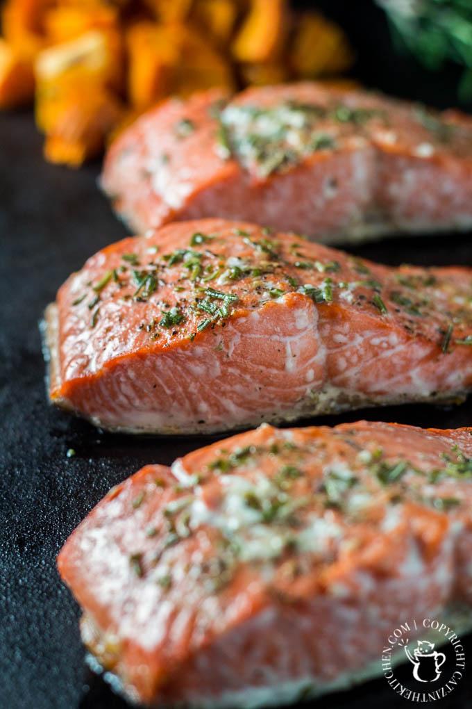 Broiled Rosemary Salmon | Catz in the Kitchen | catzinthekitchen.com | #2016 #NewYears #Recipe #Salmon #Healthy