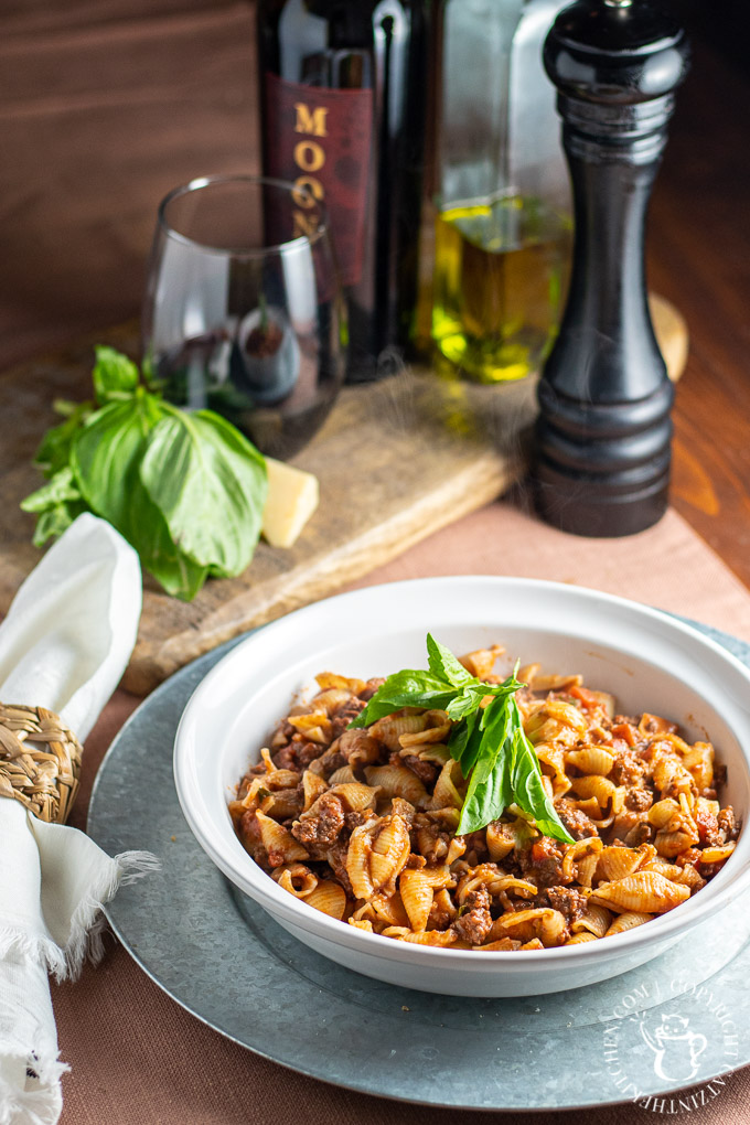 Pasta Bolognese with red wine